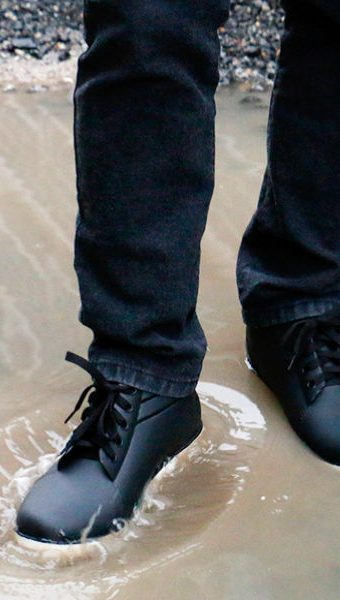 waterproof-leather-shoes-dry-rain-water
